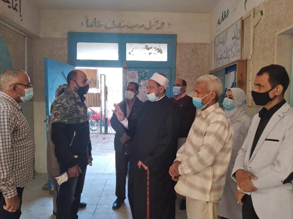 رئيس منطقة البحر الأحمر الأزهرية يتابع لجان امتحانات الشهادة الابتدائية ومراحل النقل بفتيات الغردقة