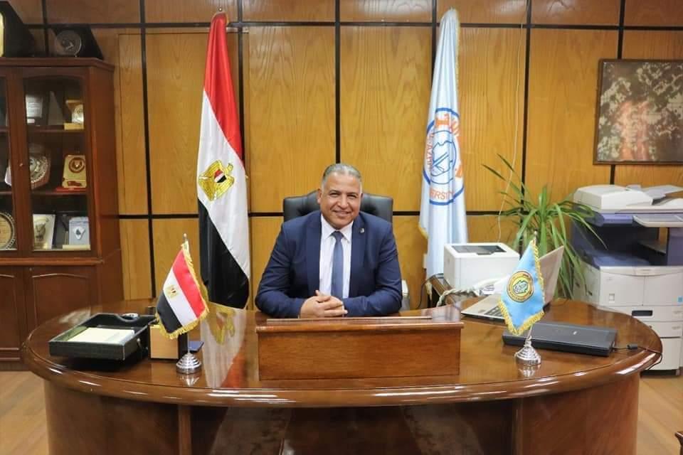 نائب رئيس جامعة الأزهر للوجه القبلي يهنئ الدكتور محمد فكري