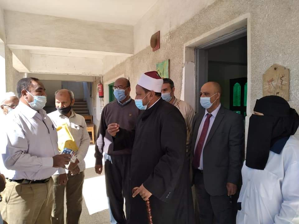 رئيس منطقة البحر الأحمر الأزهرية يتفقد لجان الشهادة الإعدادية والالتزام والانضباط يسود أجواء الامتحانات