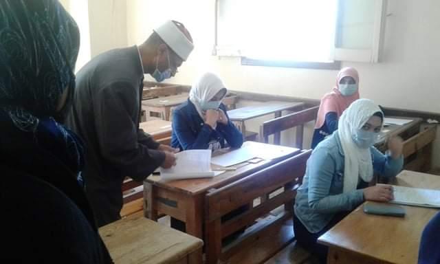 """"""" الإسكندرية الأزهرية """" هاشم يتفقد سير الامتحانات بمعهد فتيات الفتح المبين"""