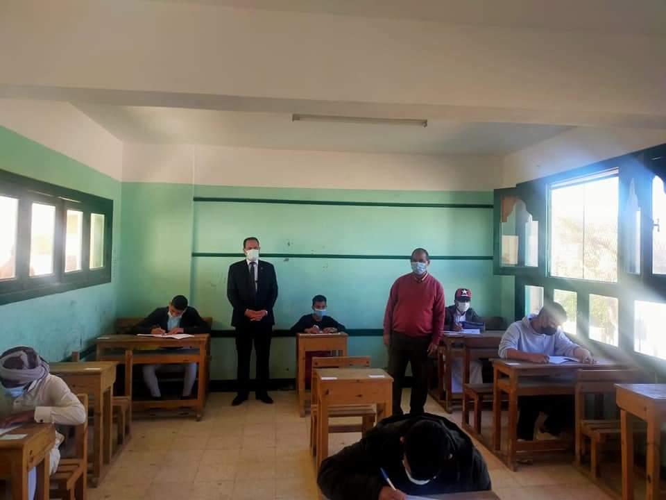 رئيس منطقة جنوب سيناء الأزهرية يتابع أعمال الامتحانات بمعاهد إدارة دهب