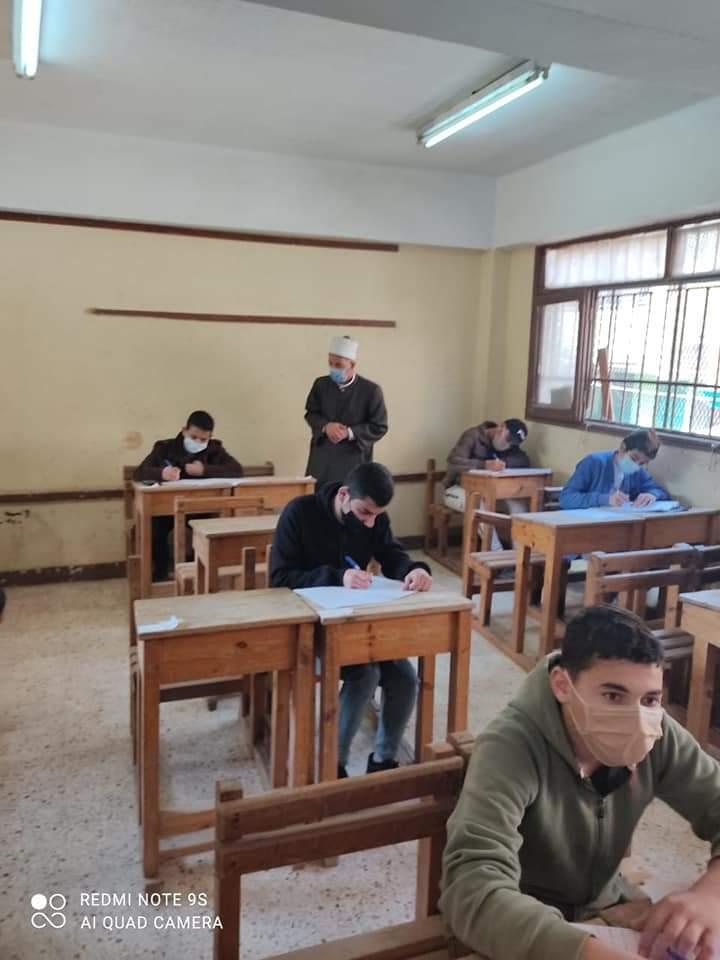رئيس الإدارة المركزية للامتحانات بقطاع المعاهد الأزهرية يتابع أعمال الامتحانات بالقليوبية
