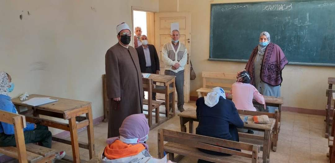 رئيس منطقة المنوفية الأزهرية يتفقد امتحانات النقل بالمنطقة