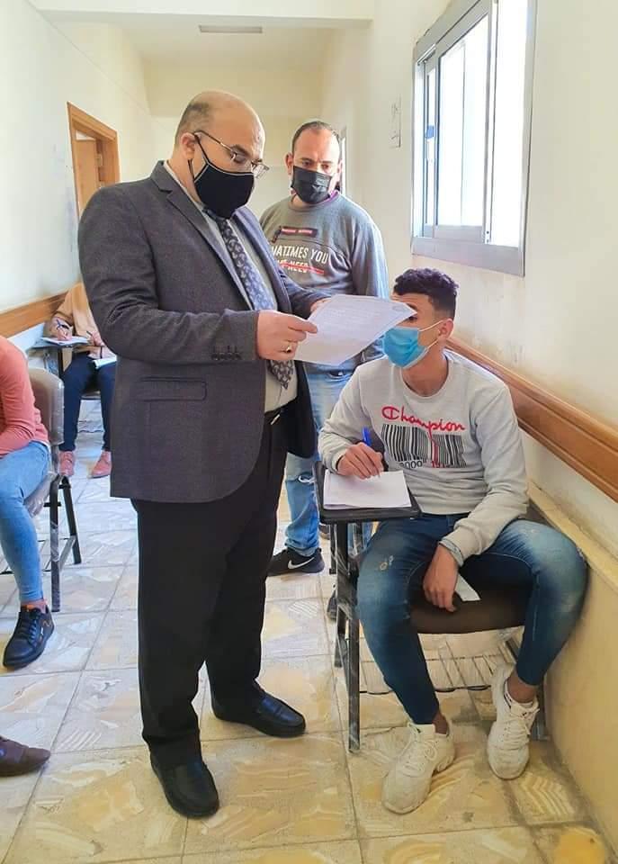«السعيد» يطمئن على سير امتحانات طلاب كلية الإعلام ويؤكد: كليتنا نموذج للطالب الأزهري شكلاً ومضموناً