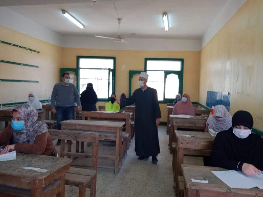 رئيس منطقة القليوبية الأزهرية يتفقد ختام امتحانات النقل