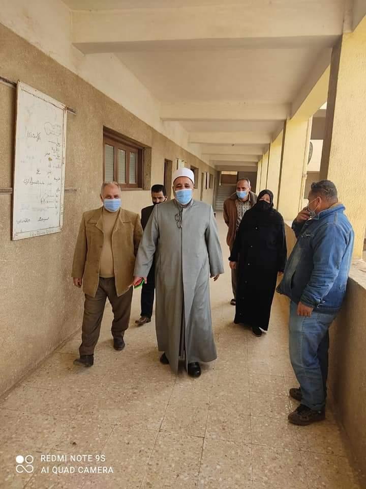 رئيس منطقة القليوبية الأزهرية والوكيل الشرعي يتابعان ختام امتحانات النقل والشهادة