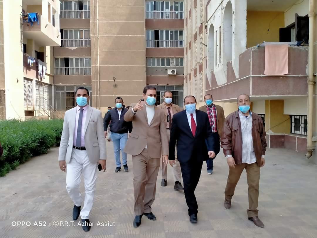 نائب رئيس جامعة الأزهر يتفقد المدن الجامعية لمتابعة أعمال التطهير والتعقيم و الاطمئنان على حالة الطلاب