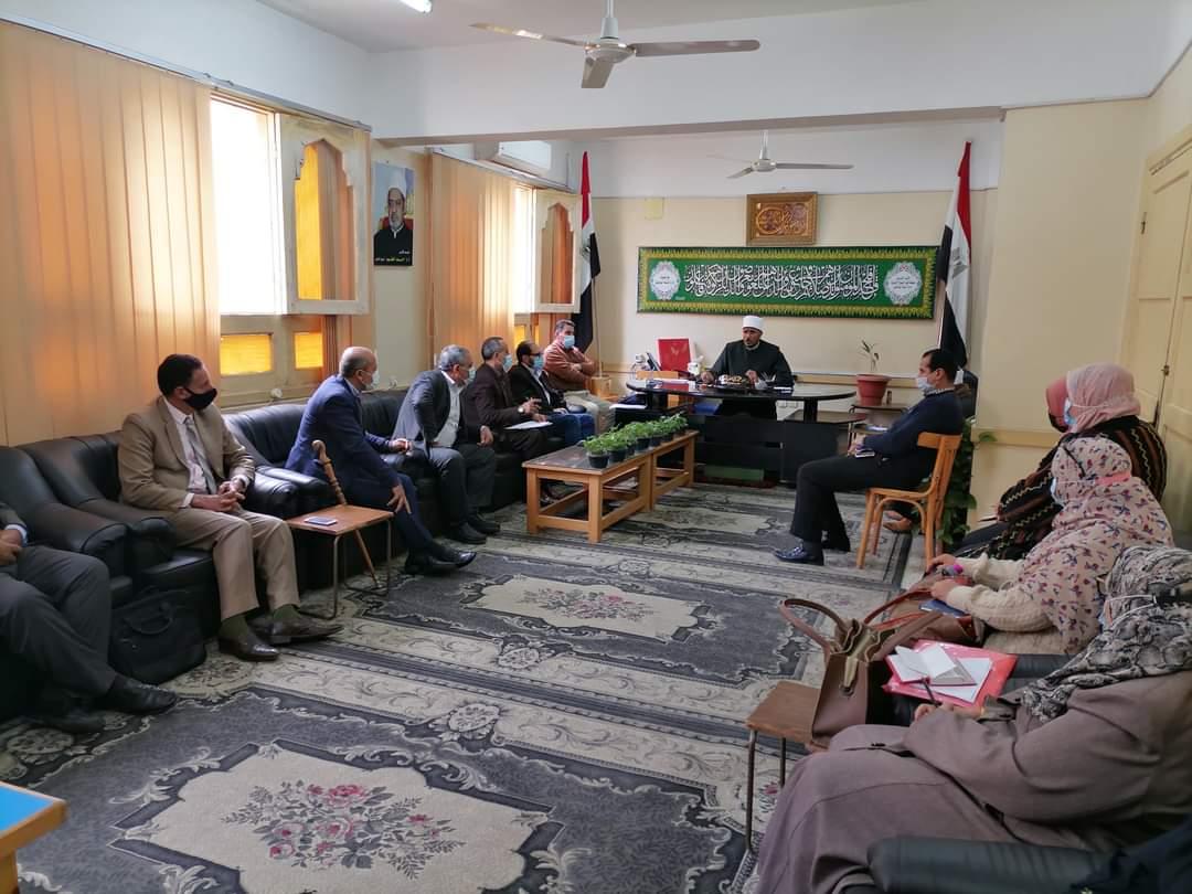 رئيس منطقة كفر الشيخ الأزهرية يجتمع بمديري الإدارات وموجهي العموم لمتابعة المعاهد التي تقع بالقرى والارياف