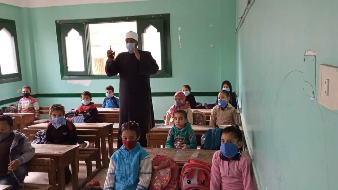 رئيس كفر الشيخ الأزهرية يتفقد سير الدراسة وانتظام الدارسين بالمنطقة