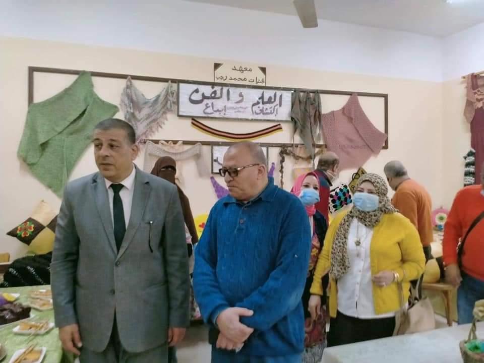 الوكيل الثقافي للإسكندرية يفتتح معرض الاقتصاد المنزلي بمعهد فتيات سموحة النموذجي