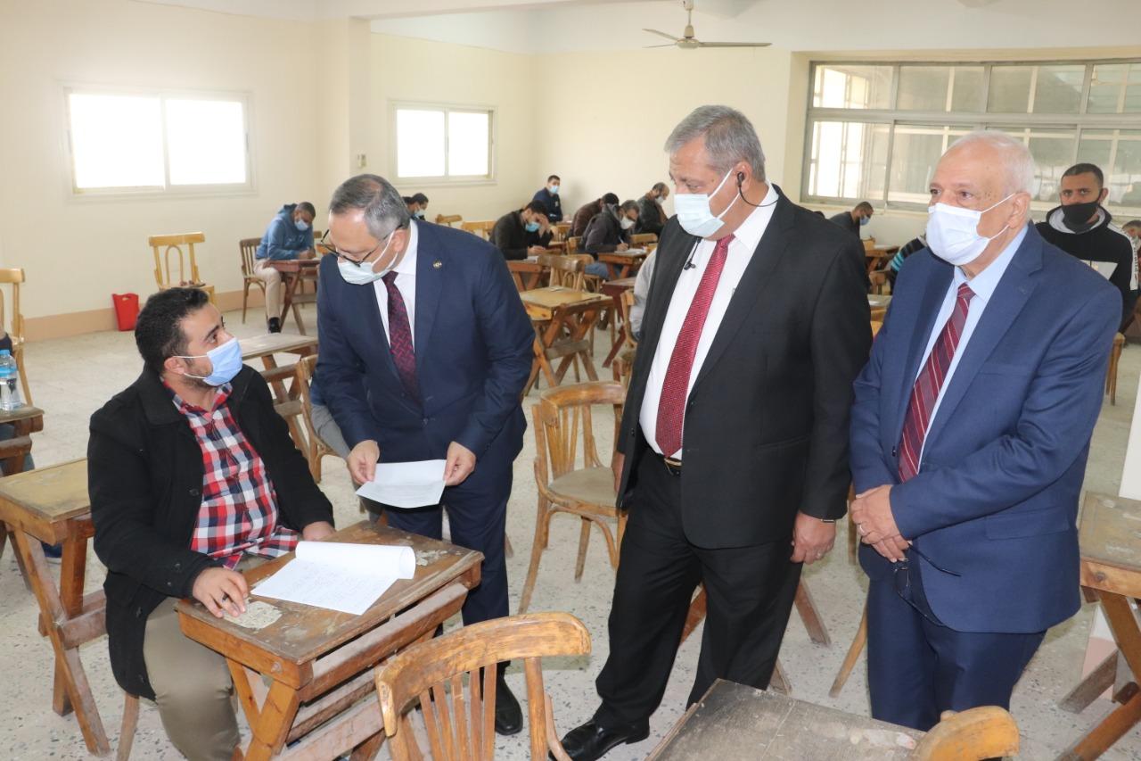 أبو الغيط يتفقد امتحانات الدراسات العليا بقطاع طب الأزهر
