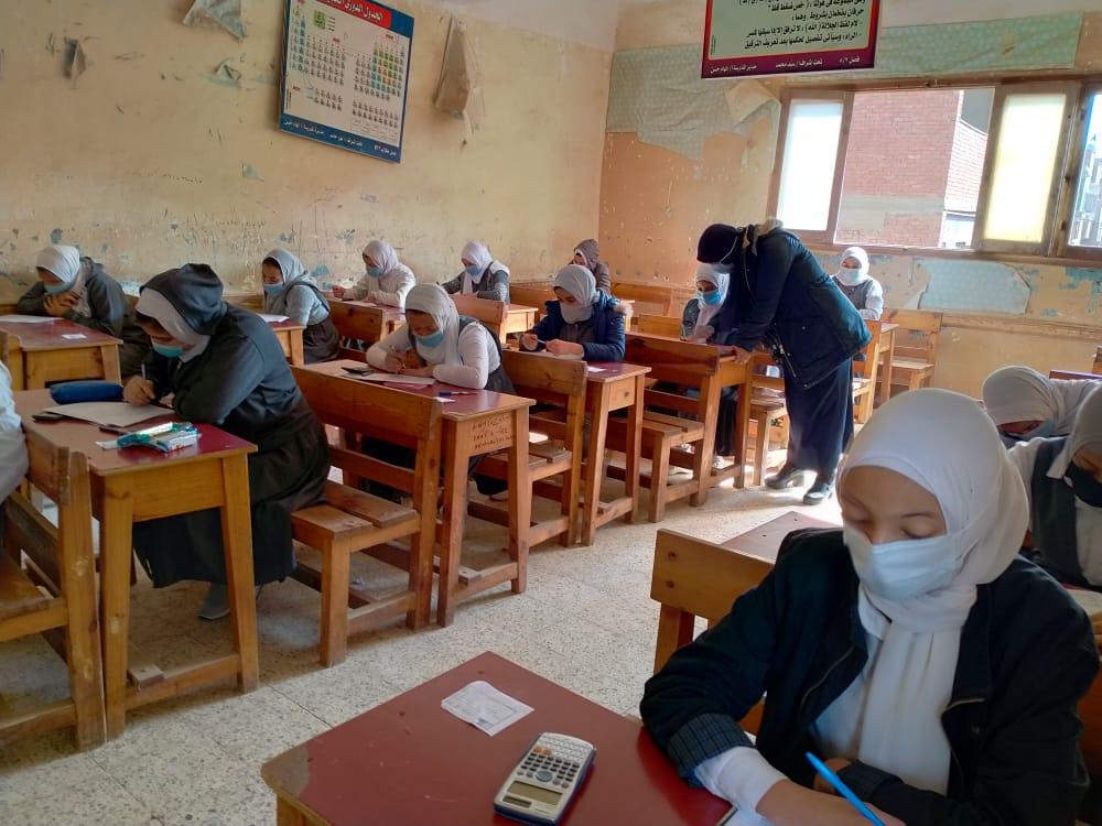 «التعليم»: لم نرصد أى شكاوي من امتحانات ثانية إعدادي