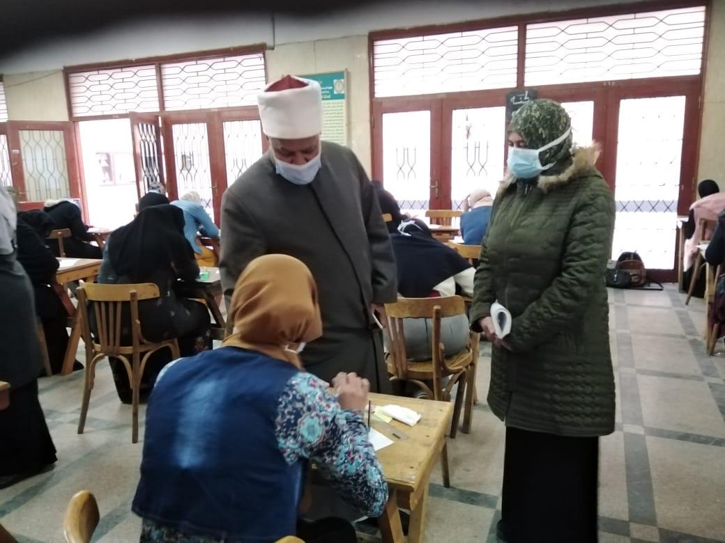 نائب رئيس جامعة الأزهر يتفقد امتحانات كلية الدراسات الإسلاميّة والعربية بالمنصورة