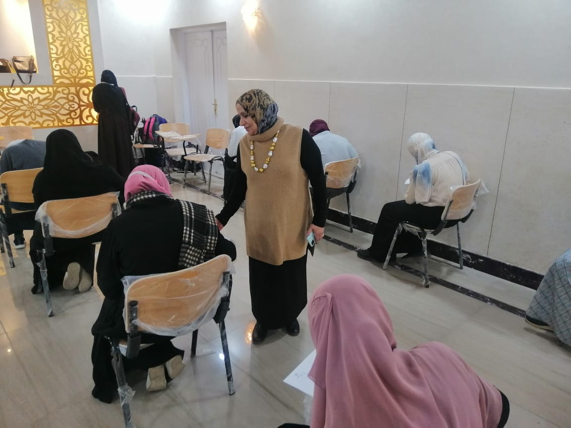 وسط التزام تام بالإجراءات الاحترازية... طالبات الدراسات الإسلامية والعربية يؤدين الامتحانات في هدوء تام