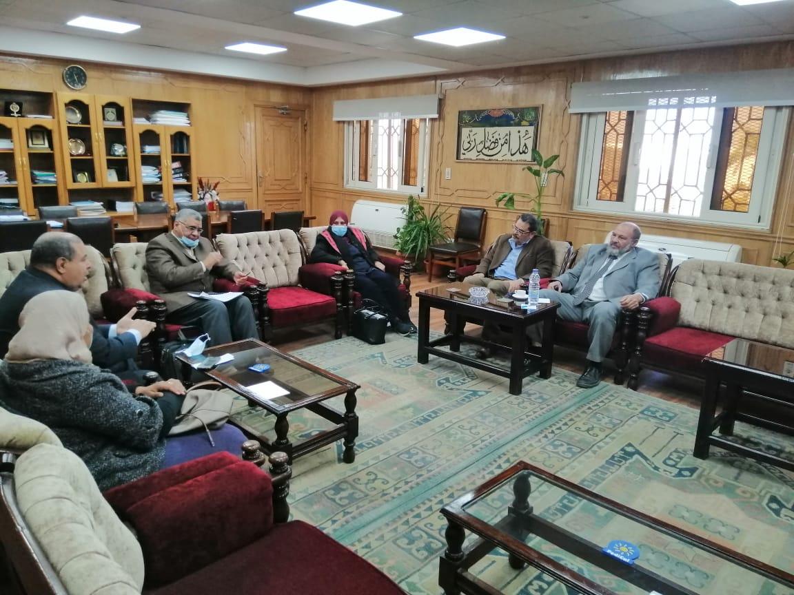 نائب رئيس جامعة الأزهر يناقش آلية النهوض والارتقاء بمعاهد النظم الإدارية وربطها بحاجات المجتمع