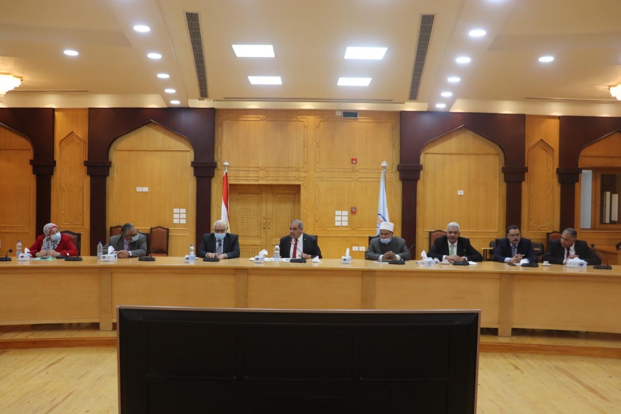 رئيس جامعة الأزهر يعقد اجتماعًا للوقوف على خطوات التحول الرقمي وبدء الفصل الدراسي الثاني