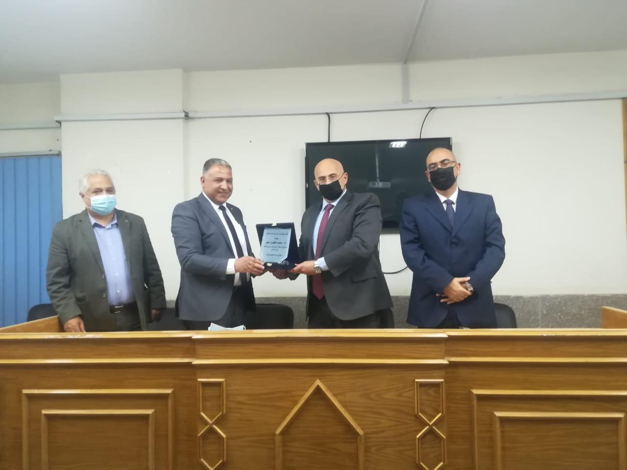مجلس كلية طب الأسنان يكرم نائب رئيس جامعة الأزهر