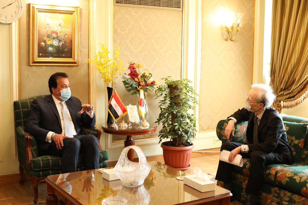 وزير التعليم العالى يبحث مع السفير اليابانى بالقاهرة سبل دعم التعاون العلمى بين البلدين