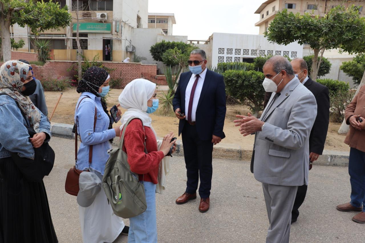 رئيس جامعة الأزهر يتفقد فرع البنات ويتابع أعمال الصيانة بالمدينة الجامعية