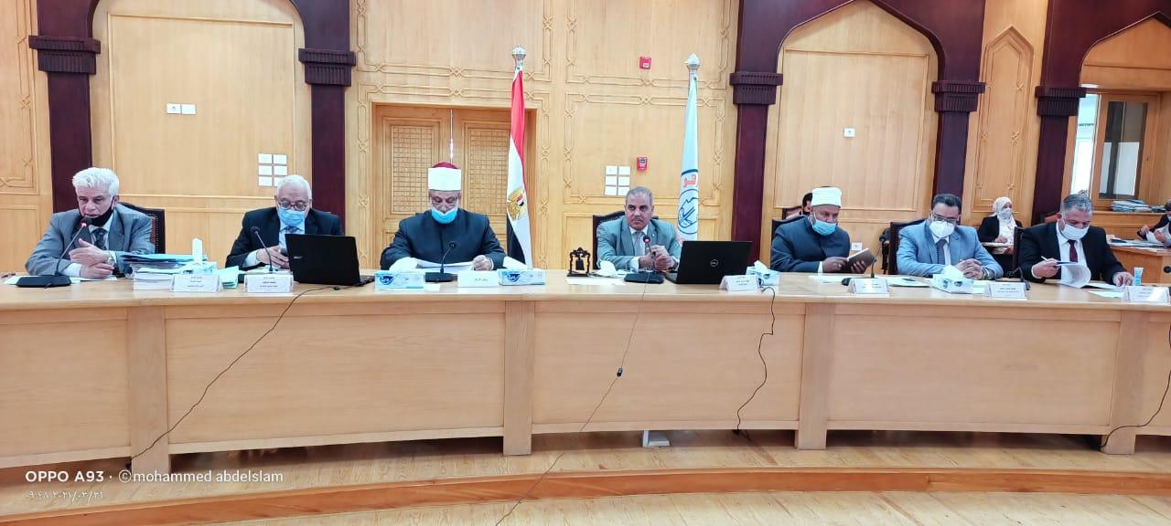مجلس جامعة الأزهر يقدم التهنئة بتعين فكري نائبًا لرئيس الجامعة وحصول ثلاث كليات على الاعتماد