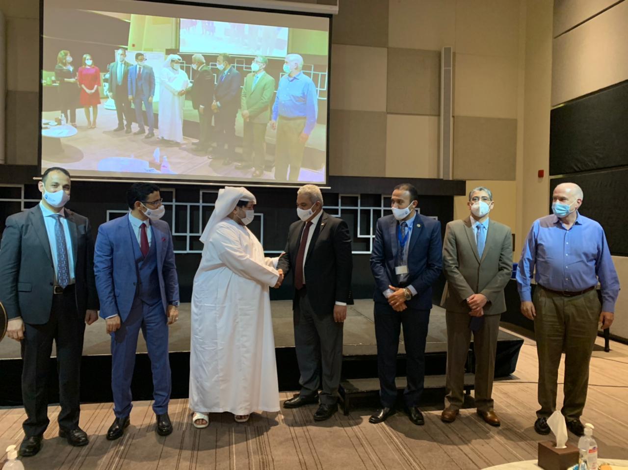 المنتدى العالمي للذكاء الاصطناعي بدبي يكرم نائب رئيس جامعة الأزهر