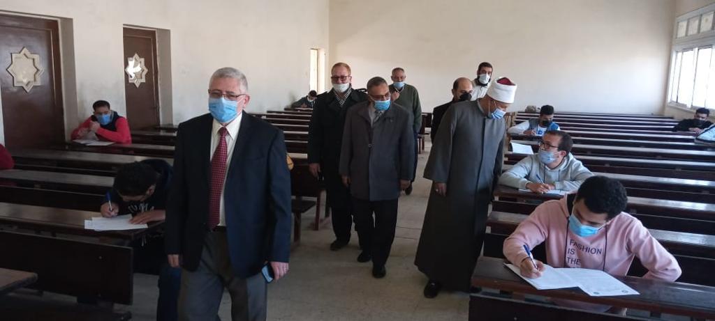 نائب رئيس جامعة الأزهر يتفقد امتحانات كليتي أصول الدين والدعوة واللغة العربية بالمنصورة