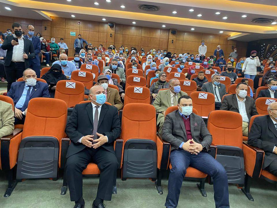 """محافظ الدقهلية يكرم 178 تلميذ بمناسبة يوم اليتيم """"صور"""""""