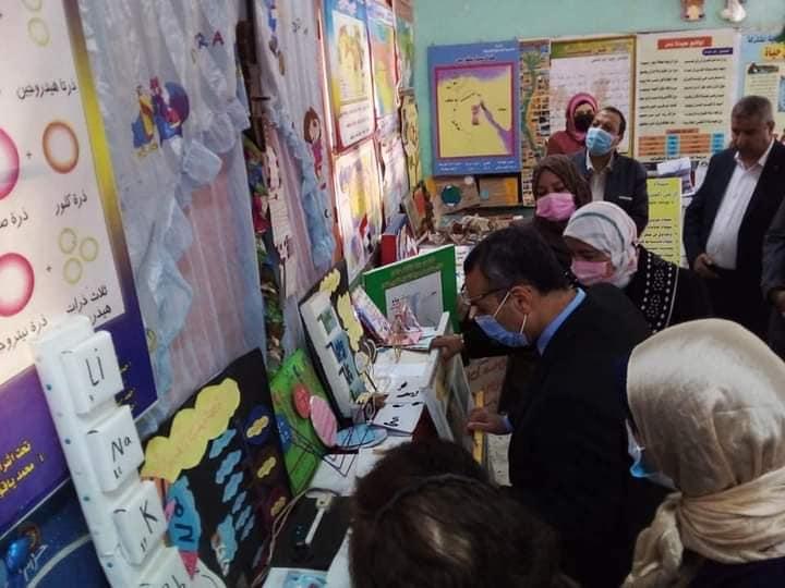 """""""رمضان '' يفتتح معرض ختام الأنشطة لمدرسة الناصرية الإعدادية المشتركة بالشرقية"""