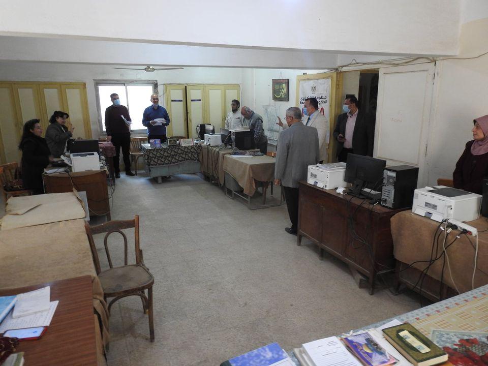 مدير تعليم المنوفية يتفقد منافذ تقديم الخدمة للمواطنين بديوان المديرية