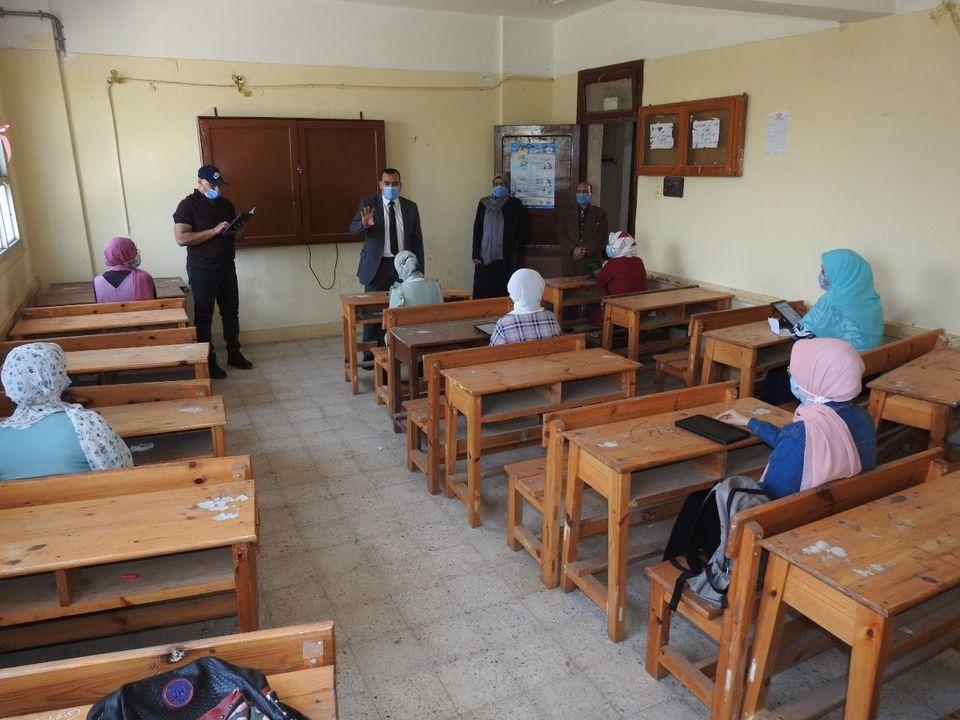 """مدير تعليم المنوفية يتابع انتظام أداء الامتحان التجريبي للثانوية العامة """"صور"""""""