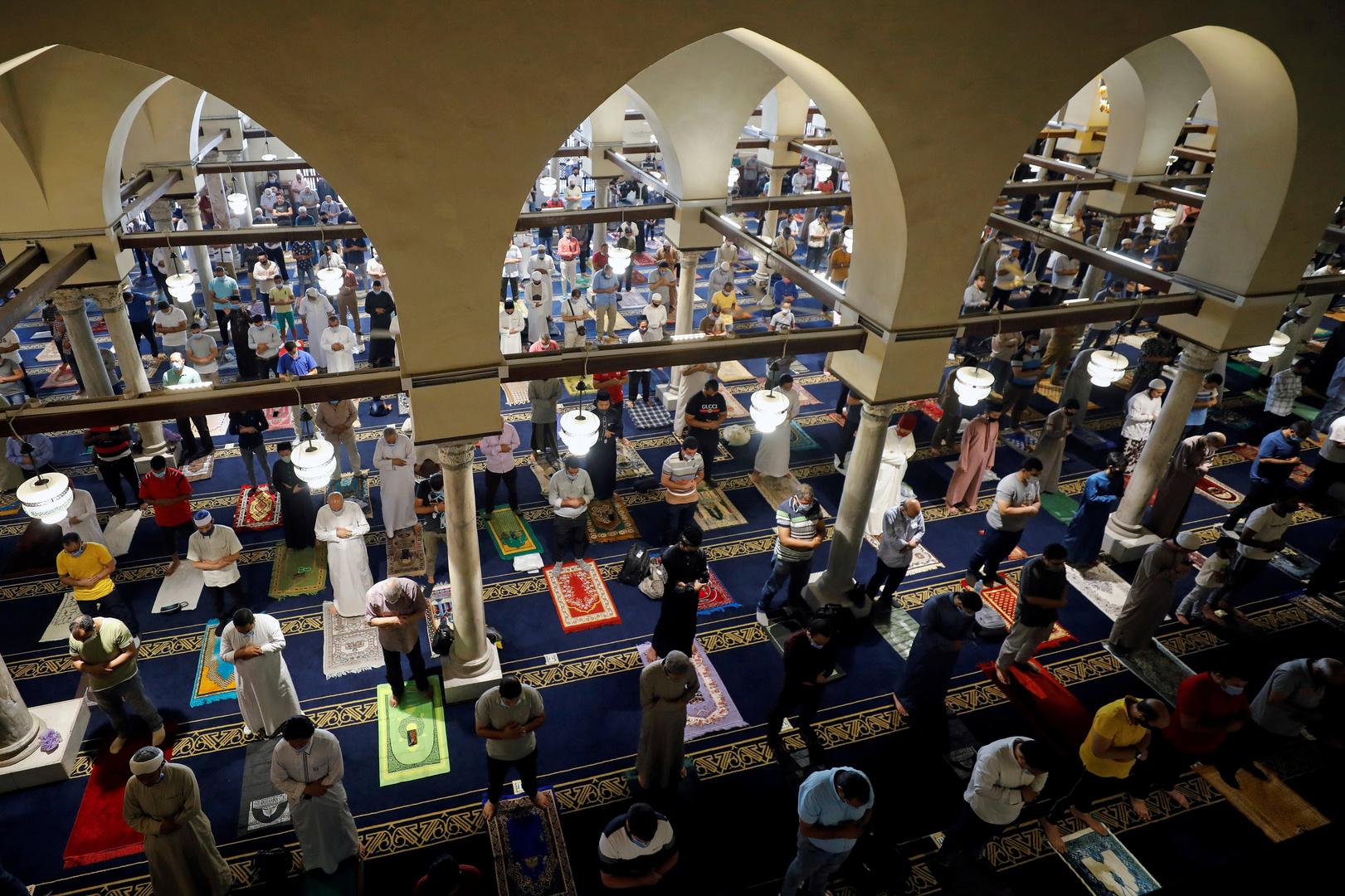 صلاة المصاب بكورونا وضعيف المناعة في المسجد «حرام»