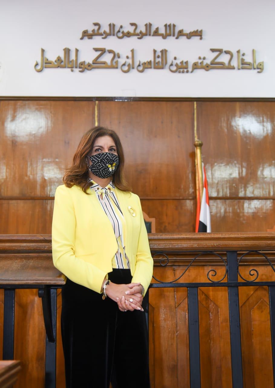 وزيرة الهجرة فى صورة تذكارية فى مجلس الدولة