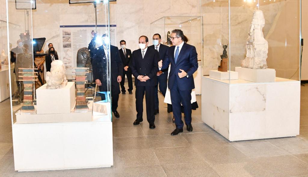 الرئيس عبد الفتاح السيسي داخل المتحف القومي للحضارة المصرية