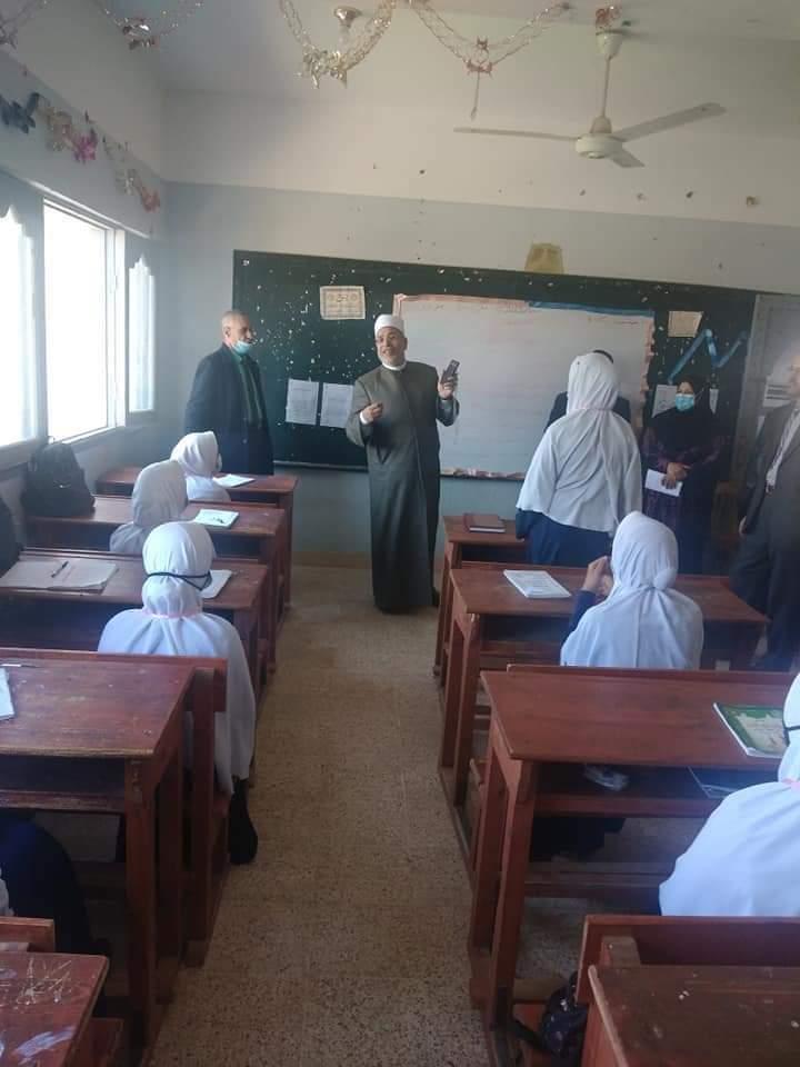 رئيس منطقة سوهاج الأزهرية يتفقد معاهد المنطقة المرشحة للاعتماد ضمان جودة التعليم