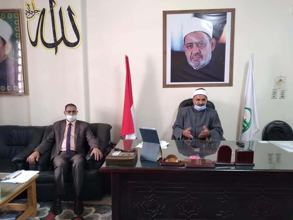 رئيس منطقة البحر الأحمر الأزهرية يجتمع بمديري إدارات المنطقة