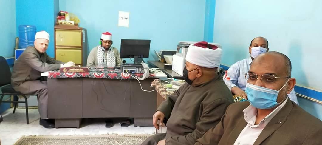 رئيس منطقة أسوان الأزهرية يتابع اختبارات المتقدمين للعمل بتحفيظ القرآن الكريم