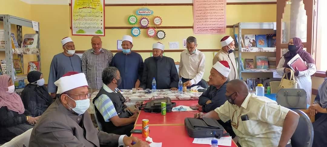 رئيس منطقة أسوان الأزهرية يتابع استعدادات معاهد المنطقة لضمان جودة التعليم والاعتماد
