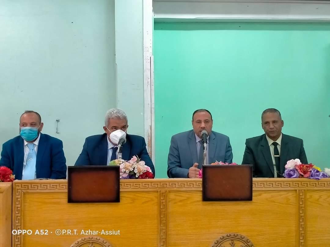 نائبا رئيس جامعة الأزهر يتابعان سير الدراسة ويعقدان لقاءً مفتوحاً مع أعضاء هيئة التدريس
