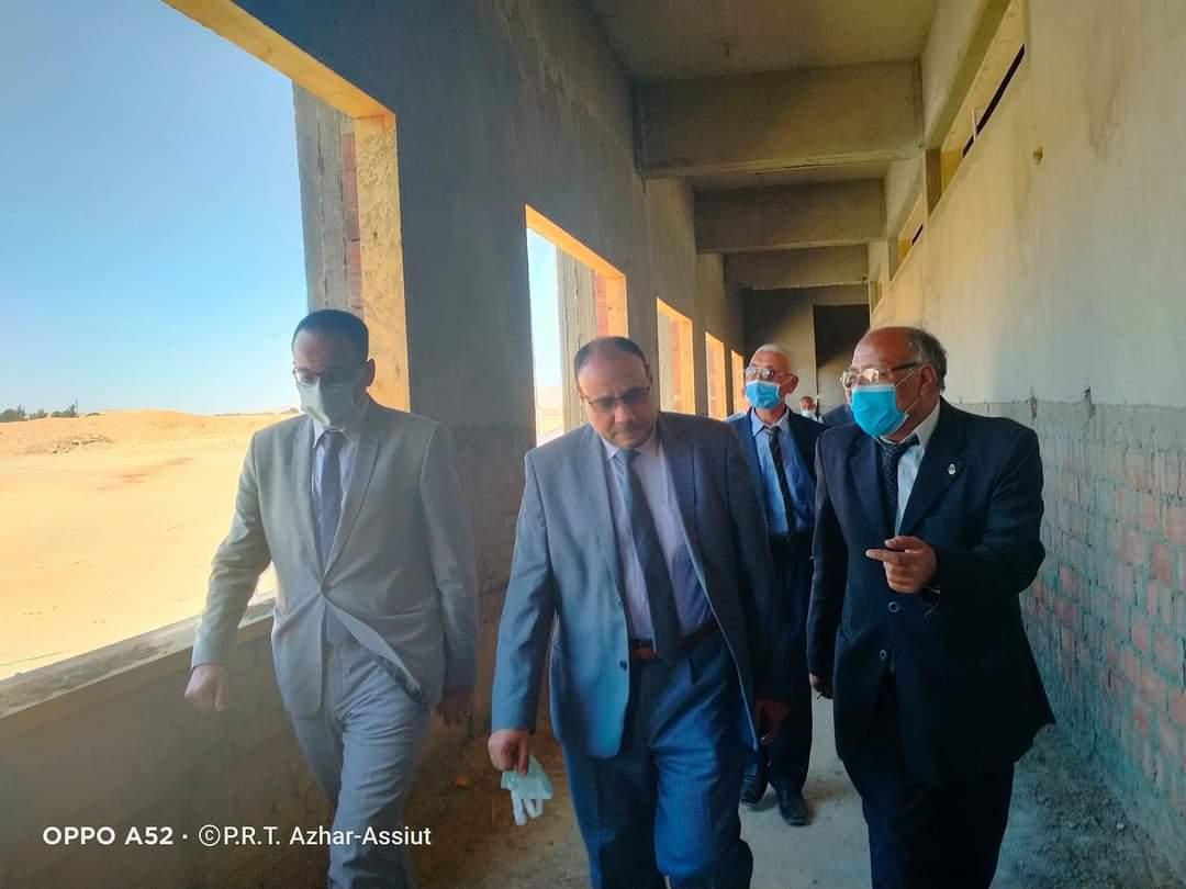 نائب رئيس جامعة الأزهر يتفقد مبنى كلية الدراسات الإسلامية