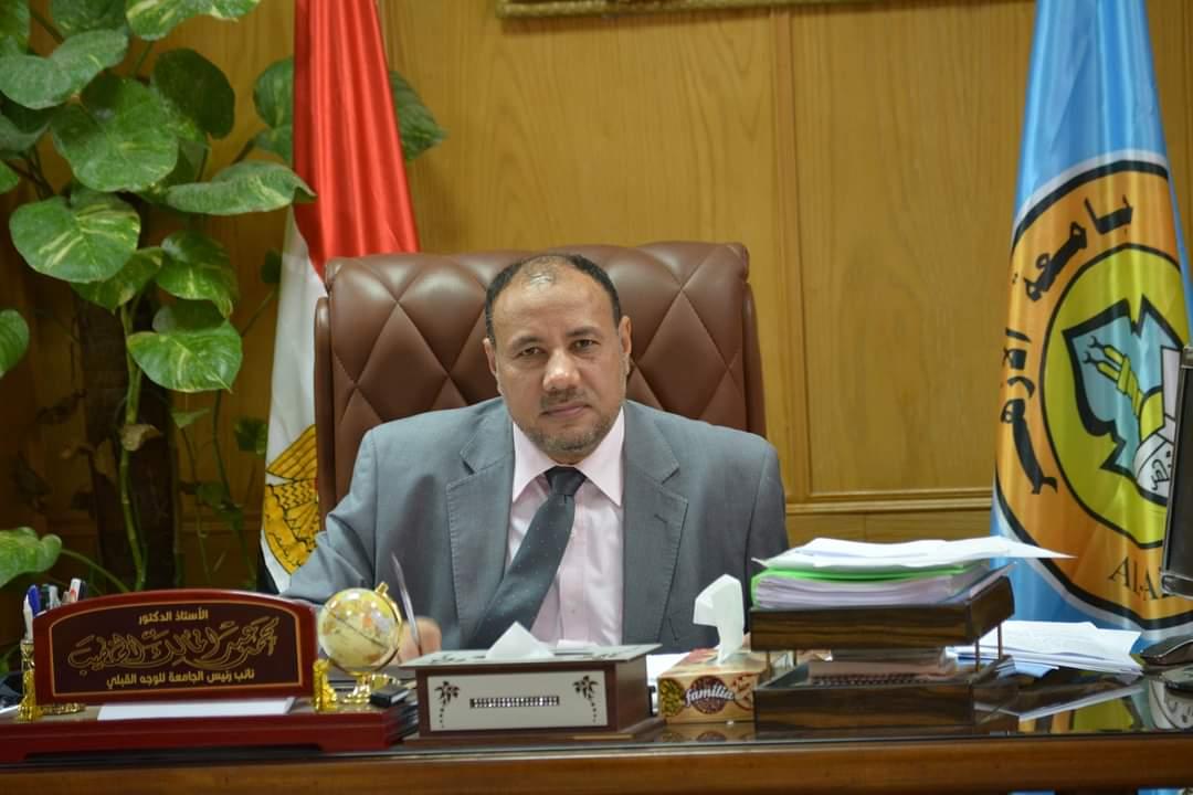 نائب رئيس جامعة الأزهر يجتمع بعمداء الكليات لمتابعة سير العملية التعليمية