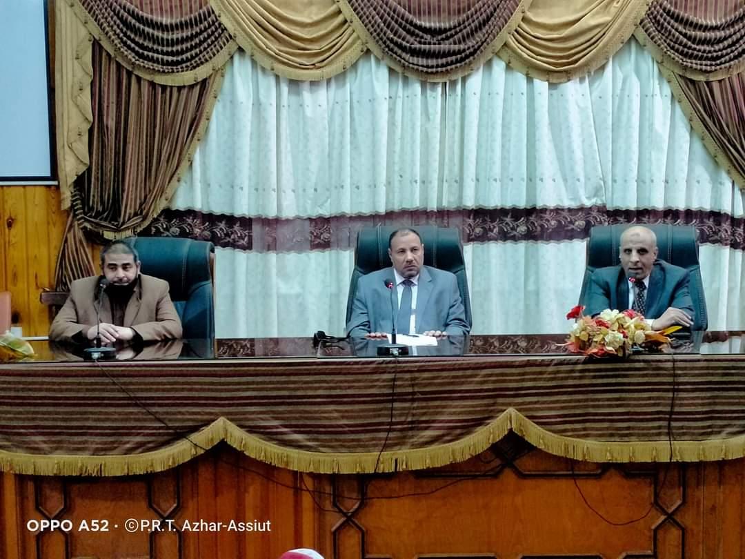 نائب رئيس جامعة الأزهر يعقد لقاءً مع أعضاء هيئة التدريس بكلية أصول الدين بأسيوط