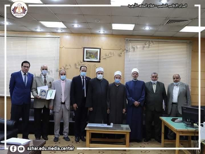 رئيس قطاع المعاهد الأزهرية يُكرِّم القليوبية كأفضل منطقة متابعةً لطلاب العلوم الإسلامية
