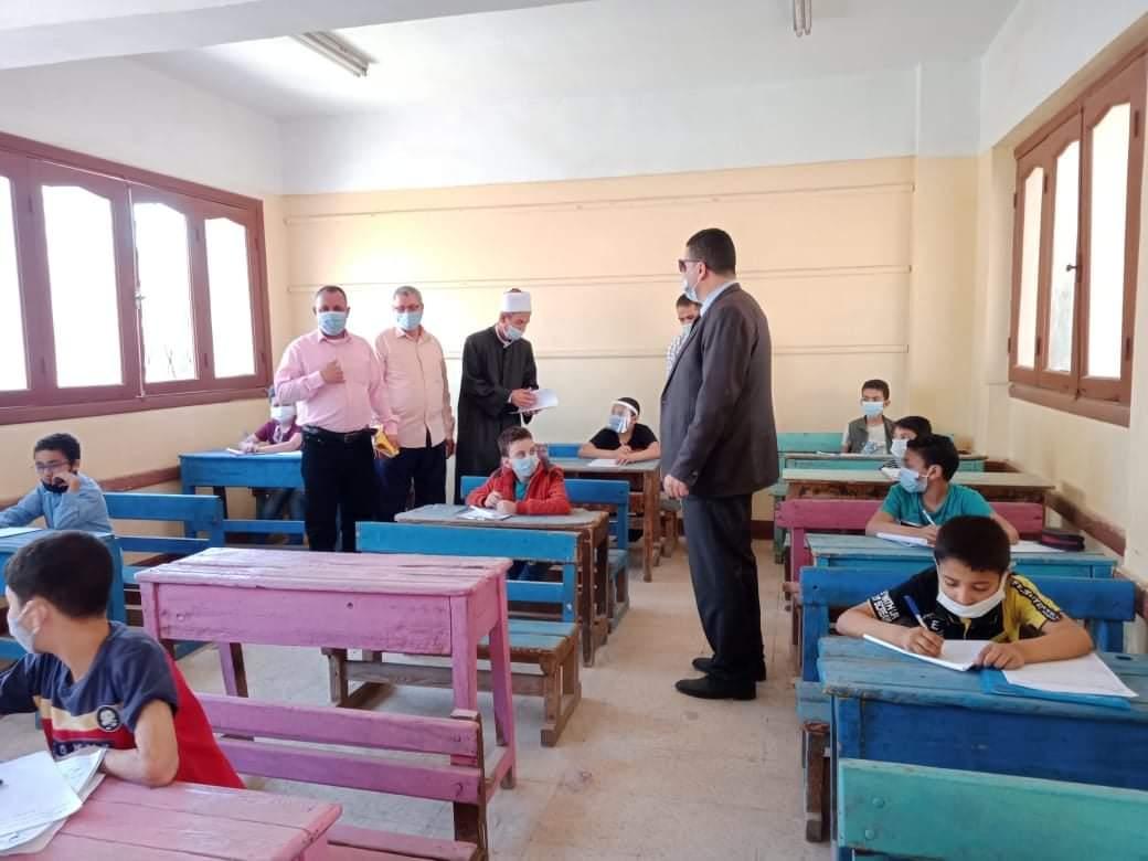رئيس منطقة القليوبية الأزهرية يتابع امتحانات شهر ابريل للنقل الابتدائي والثانوي