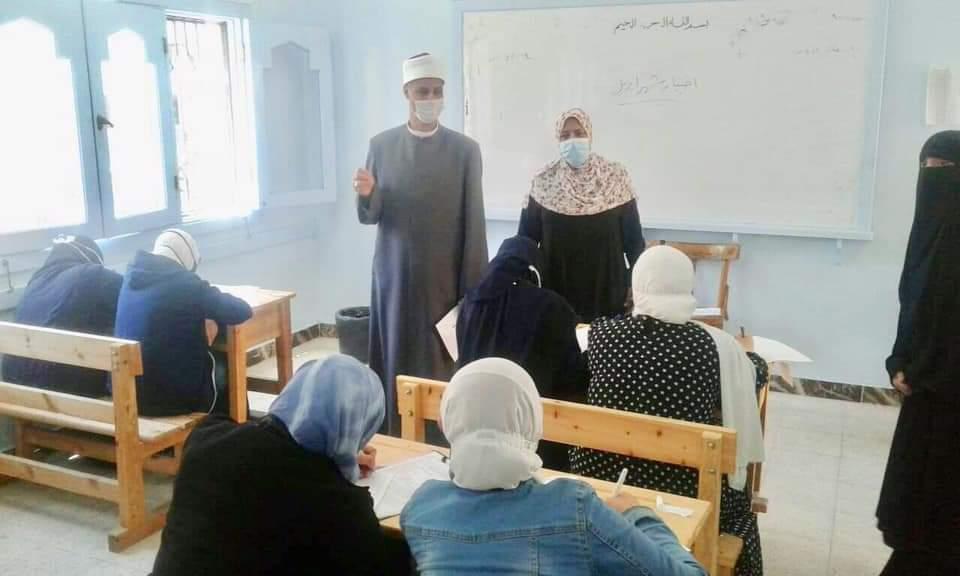 رئيس منطقة الإسكندرية الأزهرية يتفقد ختام امتحانات النقل الثانوي