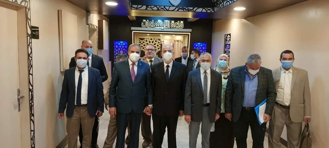 رئيس جامعة الأزهر يفتتح قاعة اجتماعات جديدة بالجهود الذاتية