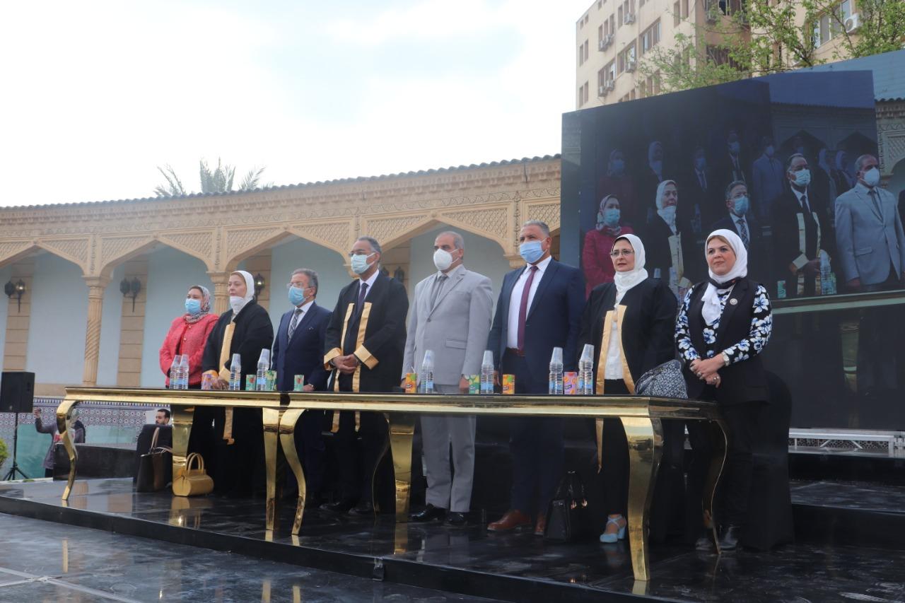 رئيس جامعة الأزهر يشهد حفل تخريج الدفعة 49 بطب الأزهر