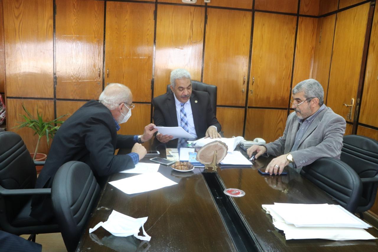 نائب رئيس جامعة الأزهر يترأس اجتماعَ لجنةِ الإرشاد الأكاديمي