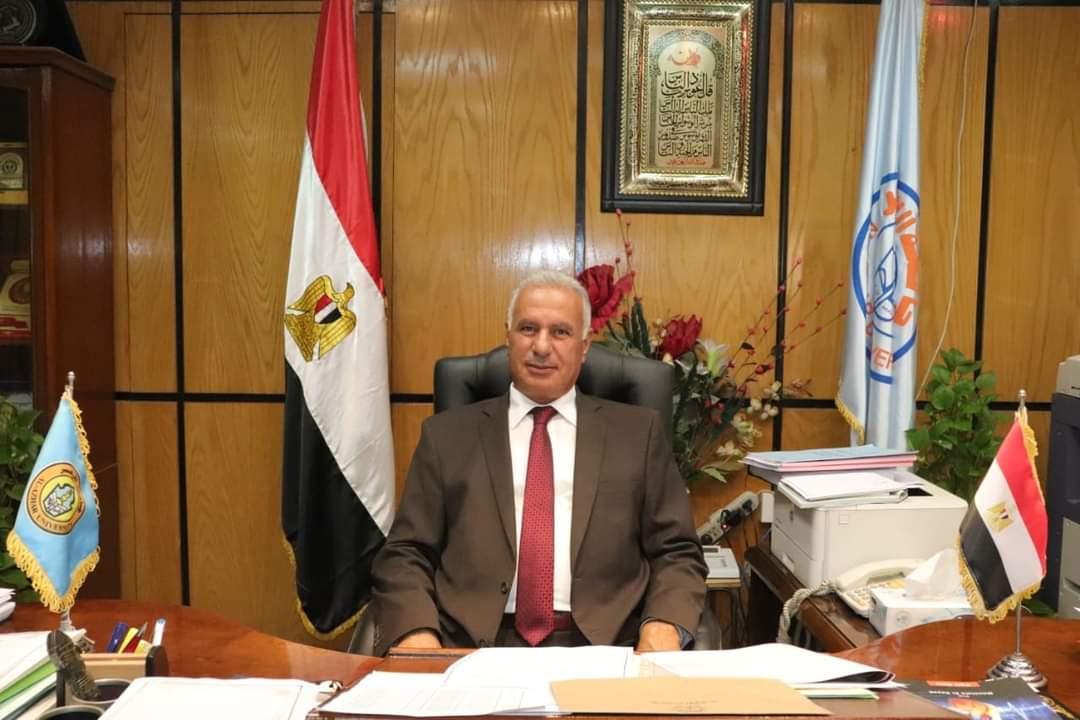 رئيس جامعة الأزهر يشيد بجهود كلية الهندسة الزراعية ويهنئها بصدور مجلتها العلمية