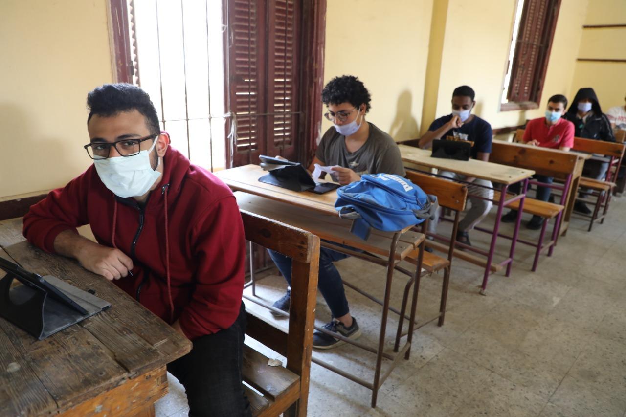"""""""الحكومة"""": الامتحانات مستمرة رغم إجازة عيد تحرير سيناء"""