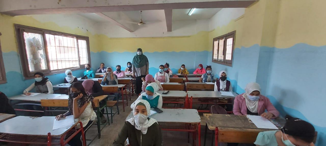بالأرقام.. «التعليم» تعلن نسب حضور وأداء الطلاب امتحانات اليوم